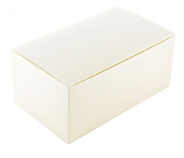 Balta dovanų dėžutė